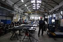 Firmám na Opavsku docházejí zaměstnanci.