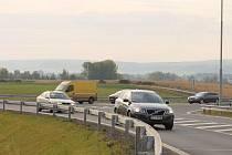 Odbočit na konci S1 doleva ke Kauflandu vyžaduje čas, odvahu i kus štěstí.