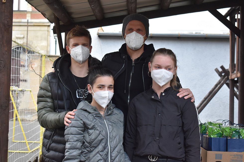 Opavští fotbalisté rozdávali radost v dětském domově. Foto: Eliška Žídková