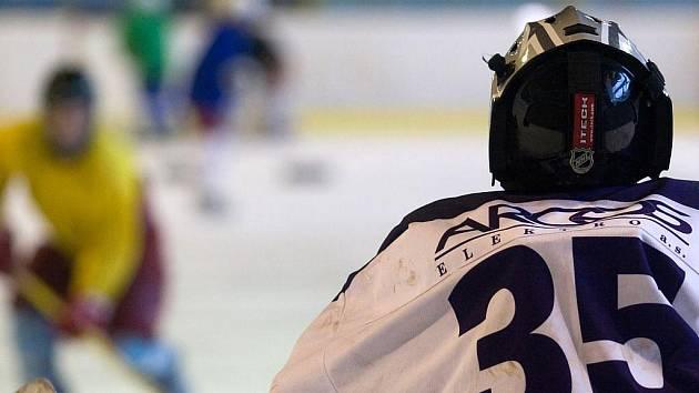 Jako hráč patřil hokejový útočník Marek Harazim k velkým srdcařům, i nyní, když se stal trenérem, od svého temperamentu neupustil. Jako trenér se stále snaží mladé hokejisty burcovat a vtáhnout do hry. Stačí se podívat na jeho tréninky.