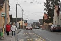Rekonstrukce Bílovecké ulice by měla po dokončení stávající stavby pokračovat úsekem od Lomené ulice směrem ke kruhové křižovatce.