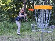 Hraní discgolfu je zdarma. Stačí jen mít chuť strávit hodinu či dvě v přírodě.
