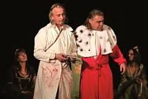 O víkendu představil kroužek svou novou premiéru hry Eugena Ionescu Král umírá. Hlavní roli v této málo známé a divácky náročné hře ztvárnil Vladimír Břichnáč (na snímku vpravo).