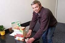 Tomáš Soška začal vyrábět své mošty v pětilitrových baleních a postupně se sortiment rozšiřoval. Teď uspělo malé balení určené pro školní automaty.