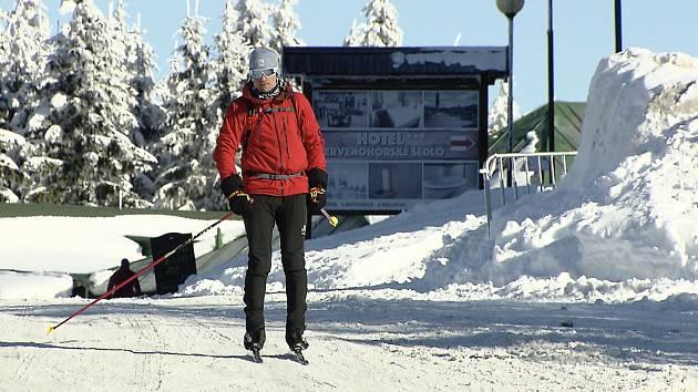 Extrémní sportovec Tomáš Petreček strávil třicet hodin na běžkách. Foto: Archiv Tomáše Petrečka