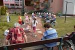 Domov pod Vinnou horou. Snímek z programu volnočasových aktivit zdejších klientů.