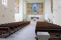 Dekorativní interiér kostela sv. Hedviky.