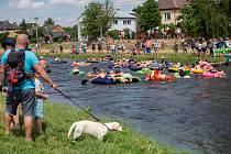 Tradiční červencové kanoistické splutí řeky s titulem Maškarní Moravice.