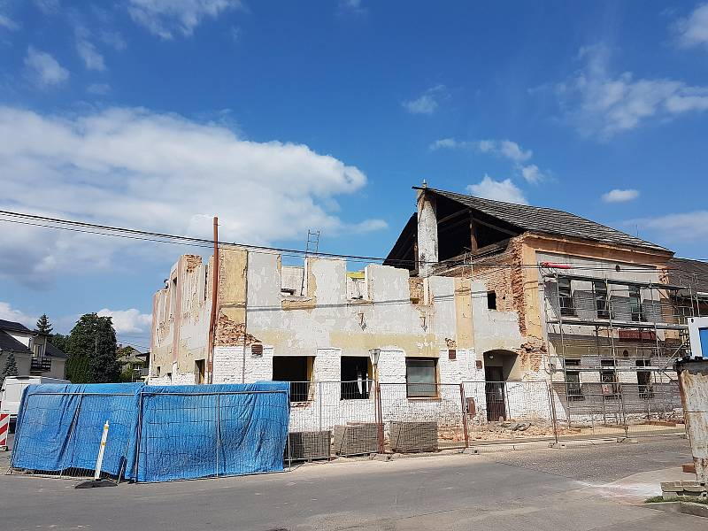 Rekonstrukce budovy, z níž vznikne nový kulturní dům.