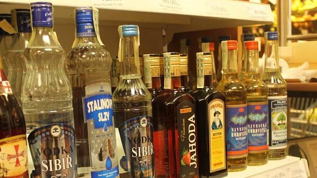 Stalinovy slzy, Sibiř vodka a dalších pár lahví tvrdého alkoholu vyrobeného před rokem 2012 se včera krčilo v regálu prodejny Hruška v obchodním domě Breda.