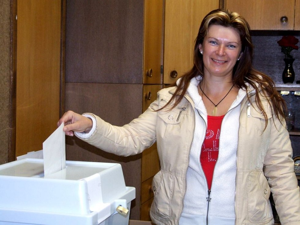 V Hradci nad Moravicí (volební okrsek č.1) mělo v sobotu v pravé poledne odvoleno 30 procent voličů.