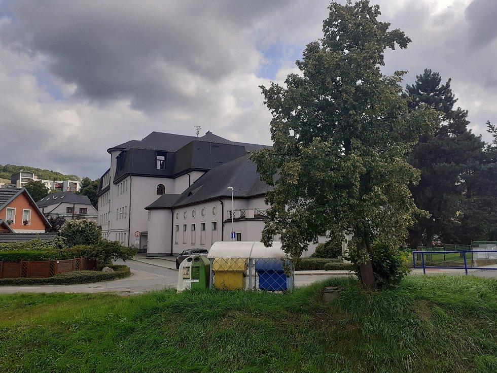 Základní škola Hradec nad Moravicí.