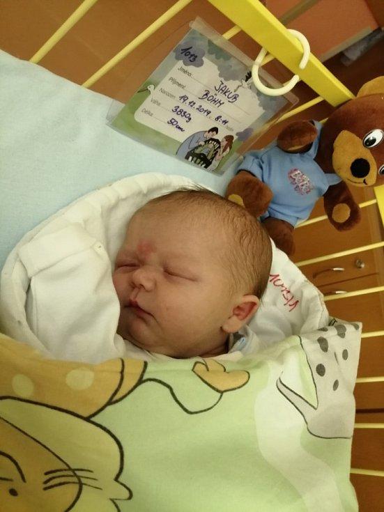 Jakub Böhm se narodil 19. prosince 2019 rodičům Lucii a Petrovi. Na Kubíčka už doma čeká bráška Daneček.
