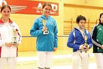 Opavská šermířka Eva Havranková skončila druhá v turnaji v Grazu. Zleva: Eva Havranková (Opava), Lilli Maria Bruggerová (Rakousko), Anna Chiara Bordinová (Itálie) a Julia Speicherová (Rakousko).