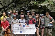 Žáci Základní školy Vrchní, kteří se podíleli na projektu Historie, sport a spolupráce.