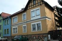 To je on. Dům se zazděnými toxickými sudy na Hviezdoslavově ulici.