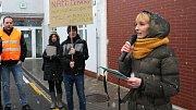 Petra Višnická v prosinci nedlouho před Vánoci zorganizovala před hlavním vstupem komárovského závodu shromáždění, které mělo poukázat na nevyplacené bonusy a podpořit stávkující kolegy v Izraeli, kde má společnost své kořeny.