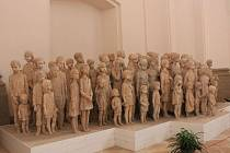 Sousoší lidických dětí v tuto chvíli stojí v kostele, který se nachází v Mariánské Týnici.