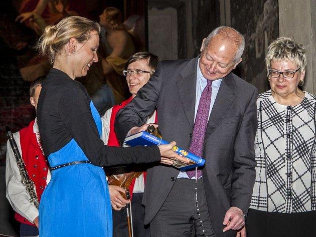 Kníže Hans Adam II. se při své návštěvě Opavy stal také kmotrem knihy věnované osudům Lichtenštejnů na našem území.