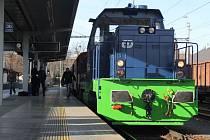 Perón nástupiště číslo jedna nádraží Opava východ se ve čtvrtek po jedné hodině odpolední zaplnil podstatně více, než je zde běžné. Přesně ve 13.42 totiž vyjela směr Hlučín první lokomotiva poháněná stlačeným zemním plynem (CNG).