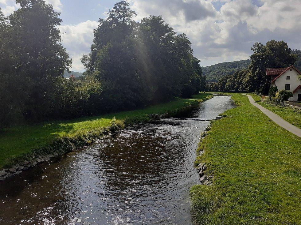 Řeka Moravice v Hradci nad Moravicí.