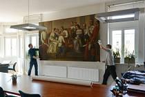 Obraz putuje z hlásky do Arcibiskupského paláce v Olomouci.