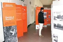 Putovní výstavu Zmizelé Sudety už zhlédlo mnoho lidí nejen v České republice, ale i v dalších evropských zemích. Nyní je k vidění v prostorách Slezské univerzity v Opavě.