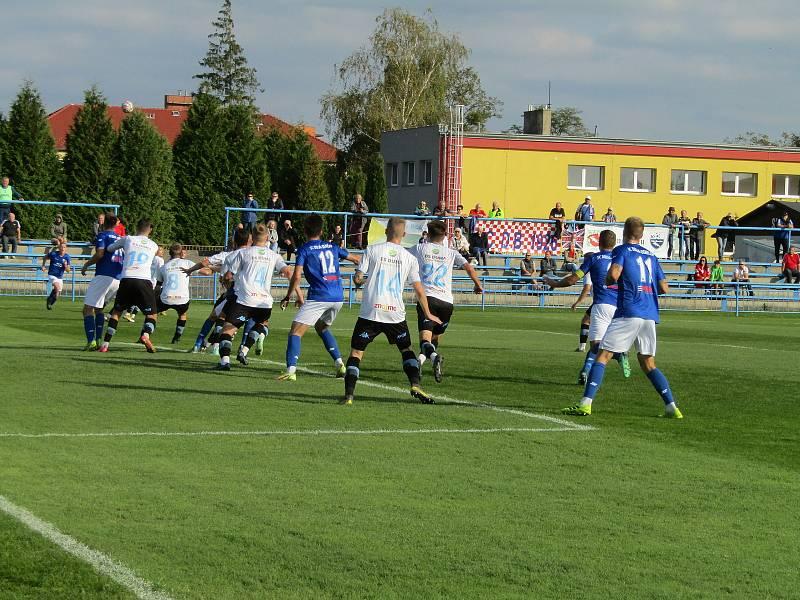 Fotbalisté Dolního Benešova na domácím trávníku remizovali se Znojmem.