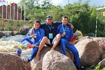 Část zlaté hlídky z Wisconsinu. Zleva Jonáš Kašpar, trenér Kamil Křempek a Marek Šindler.