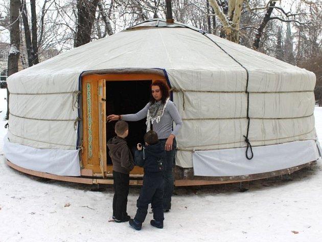 Mongolská jurta lákala návštěvníky všeho věku už první den.