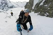 Tomáš Petreček při intenzivní přípravě na expedici do Asie v Tatrách. Konkrétně v konečné fázi výstupu na Lomničák.
