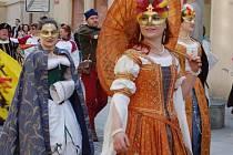 Další břehy loni v dubnu. Jednou z akcí byl slavnostní průvod centrem Opavy. Průvod bude i letos.