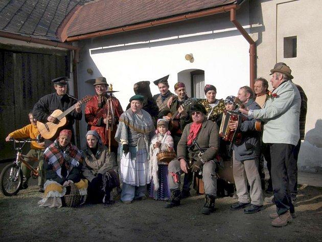 Mezi tradice, které se obci Hlavnice podařilo zachovat do dnešního dne, patří mimo jiné masopust.