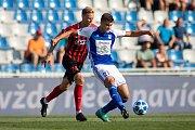 FORTUNA:LIGA Mladá Boleslav – SFC Opava 6:1 (3:1), na snímku David Puškáč (SFC Opava) a Matěj Chaluš (FK Mladá Boleslav).