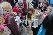 Lidé si mohli zapálit své lucerničky i na nádraží Opava-západ