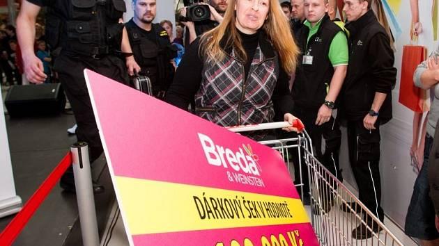 Prázdný košík a šek na sto tisíc. Kateřina Krausová zažila dvouhodinový nákupní maratón.