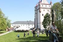 Dobré jídlo či pití, řady stánků a hlavně spousta zábavy. Takové bylo sobotní Otvírání turistické sezony v Opavském Slezsku na zámku v Hradci nad Moravicí.