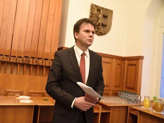 Opavský primátor Radim Křupala nesouhlasí snázorem opozice, že projekt nového bazénu nikdo neřídí.
