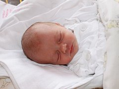 """Tereza Strnádková se narodila 3. dubna, vážila 2,815 kg a měřila 46 cm. """"Je to naše první miminko. Přejeme jí hlavně hodně zdraví, štěstí a ať moc nezlobí,"""" řekla s úsměvem maminka Eva Víchová a tatínek Rostislav Strnádek z Opavy."""
