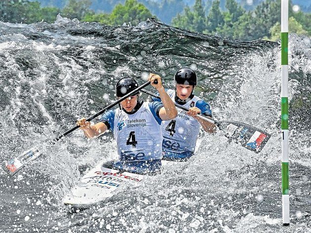 Jonáš Kašpar (vlevo) a Marek Šindler získali ve slovinském Tacenu bronz.