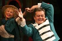 Výstup Václava Moryse (Josef) a Zdenky Mervové (Pepi) odměnilo publikum bouřlivým potleskem.