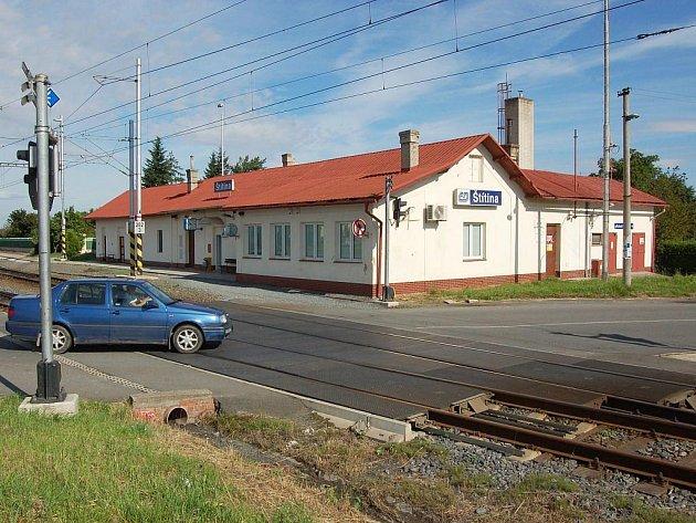 Železniční přejezd ve Štítině.