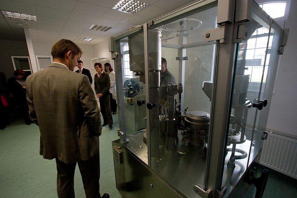Farmaceutická společnost Teva investovala nemalé peníze do vzdělávání stávajících i nových pracovníků. Výsledkem je školicí středisko, které bylo v areálu společnosti v pátek slavnostně otevřeno.