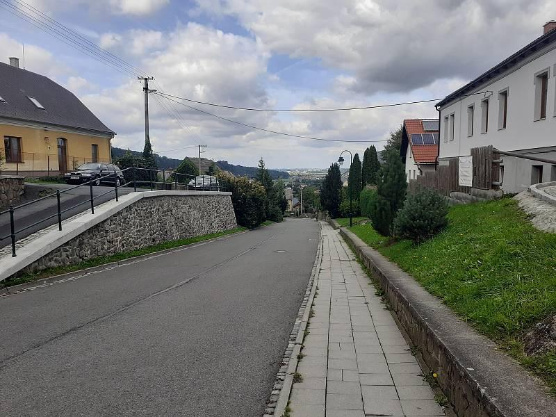 Cestou ze zámku a z Městečka.