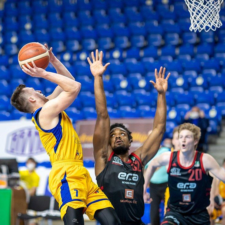 BK Opava - ERA Basketball Nymburk 67:101.