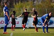 Vlašim - Zápas 23. kola Fortuna národní ligy mezi FC Vlašim a SFC Opava 22. dubna 2018 ve Vlašimi. Hráči Opavy, gól.