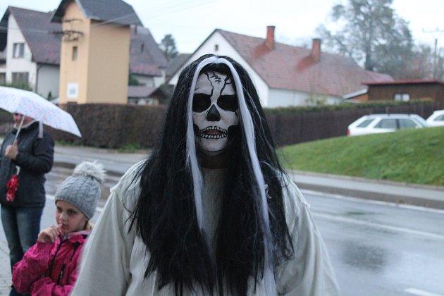 Lampionový průvod se strašidly v Melči.