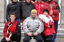 Vítězný tým letošního Heraltického škrpálu – výběr Pšontci (uprostřed ve spodní řadě nejlepší střelec turnaje Marcel Zemborski).
