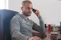 Na sekretariátu Slezského FC před několika dny došlo k oficiálnímu střídání stráží. Bývalý záložník Opavy Lumír Sedláček úspěšně zvládl zaučovací období a definitivně usedl do křesla klubového sekretáře.