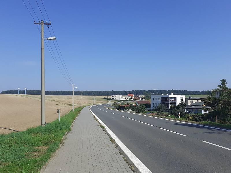 Silnice I/46 ve směru na Hněvošice.